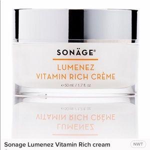 🌹HOST PICK🌹 Sonäge Lumenez Vitamin Rich Crème.